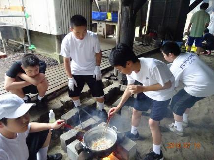 野外炊飯の様子
